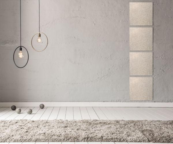 Weiße Akustikplatten als Dekoration auf grauer Wand in einem modern eingerichteten Raum.